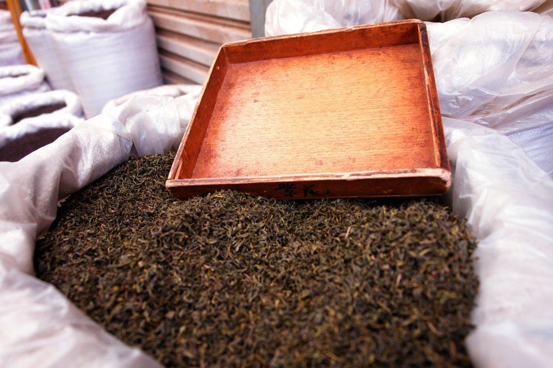 Tee-Herstellung: Intensives Aroma durch Fermentation