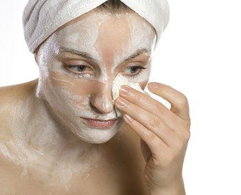 Eine wohltuende Kräuter-Maske für strapazierte Gesichtshaut