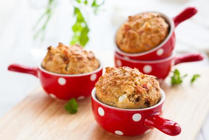 Der Artikel gibt Anweisungen für Gemüse-Muffins.
