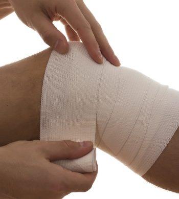 Artikelgebend sind Kräuterwickel zur Linderung von Schmerzen.