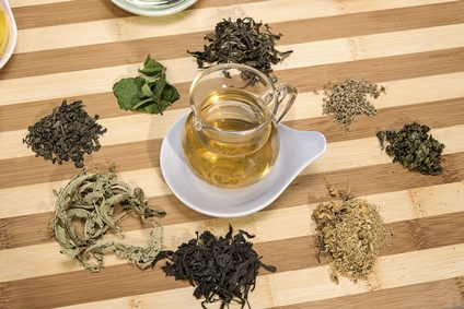 Inhalt des Artikels ist das Herstellen von Kräuter-Tees.