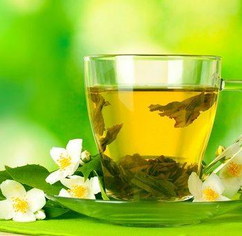 Eine Tasse mit Tee