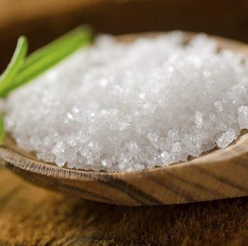 Kräuter statt Salz – Was Menschen mit einer Herzschwäche bei ihrer Ernährung beachten sollten