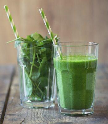 Grün und gesund: Zwei Smoothies mit Gartenkräutern