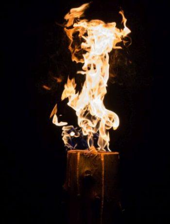 Schwedenfeuer: Wärmendes Lichtspiel für den Garten