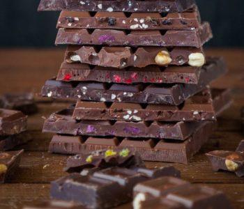 Menstruationsbeschwerden ade: Kräuterschokolade macht's möglich