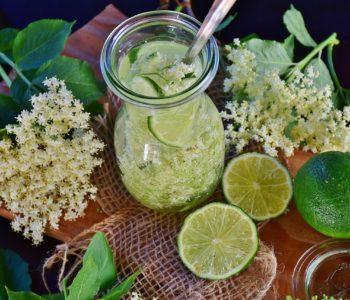 Holunderblütenlimonade: Erfrischendes Getränk für heiße Tage