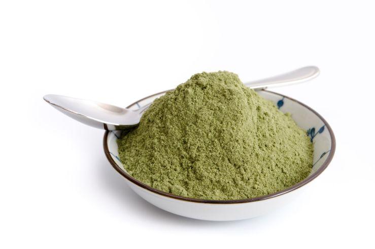 """""""Superfood"""" Weizengras: Wie gesund ist das grüne Pulver wirklich?"""