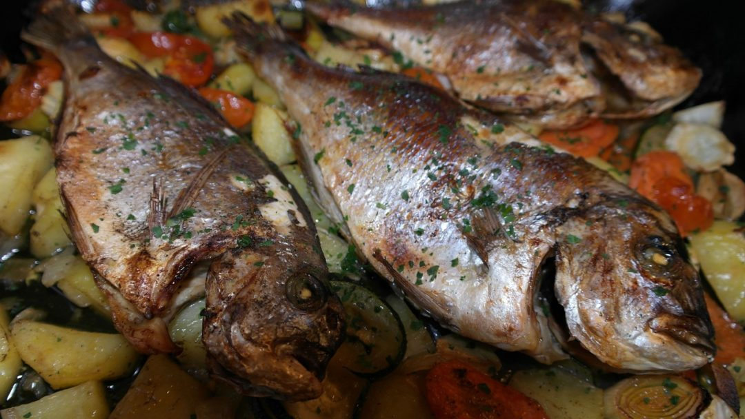 Rezept: Leckere Kräuter-Dorade mit Avocado-Dip