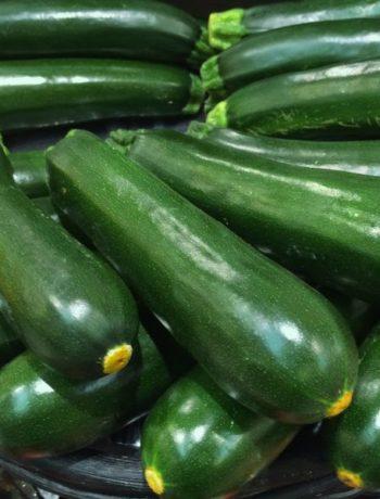 Rezept: Zucchini-Hälften mit Polenta Füllung